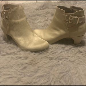 Sam&Libby Grayish/Tan Ankle Boots Size 6